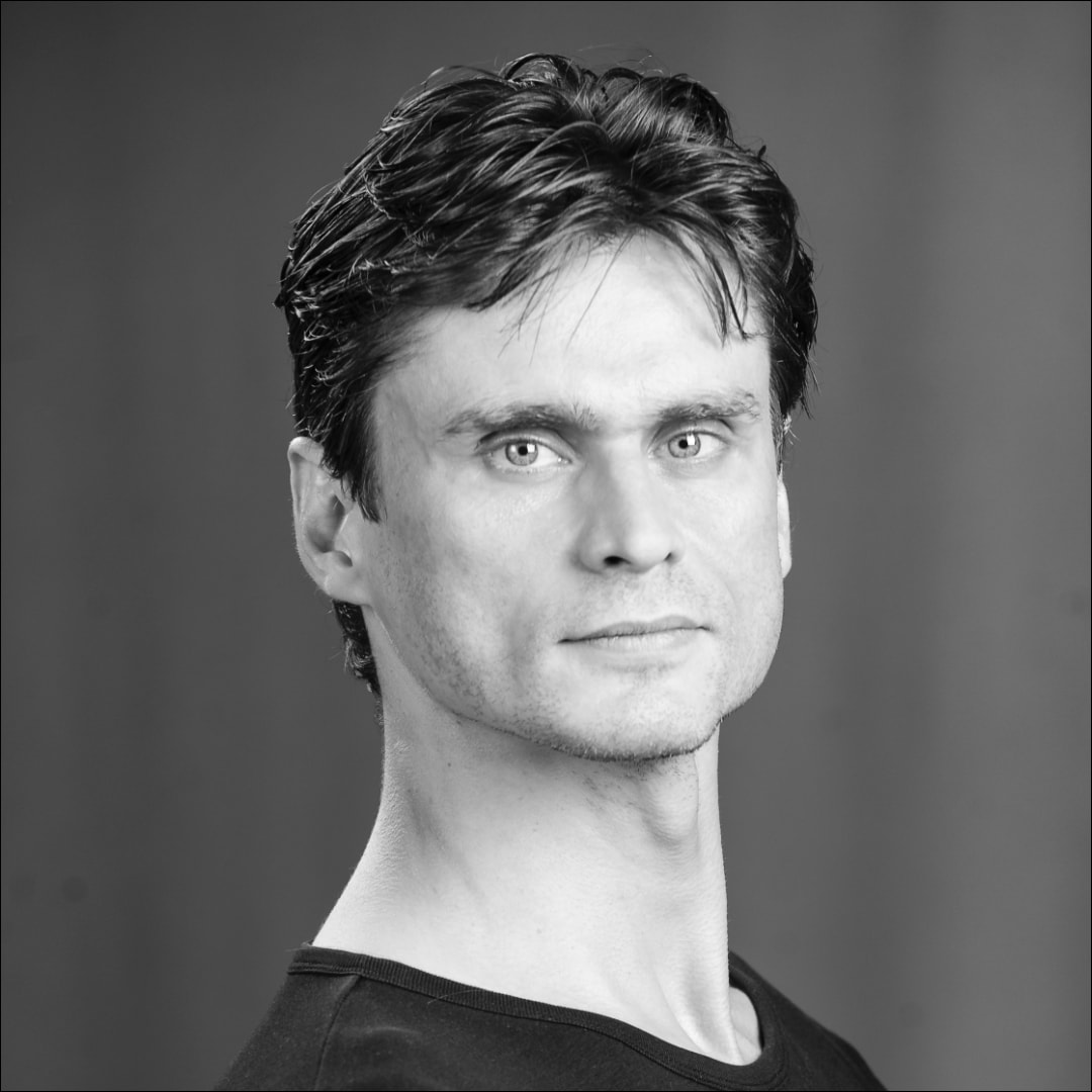 Nikolai Godunov, ehemaliger Tänzer des Stuttgarter Balletts, unterrichtet fortgeschrittene Klassen und gibt Profi-Training